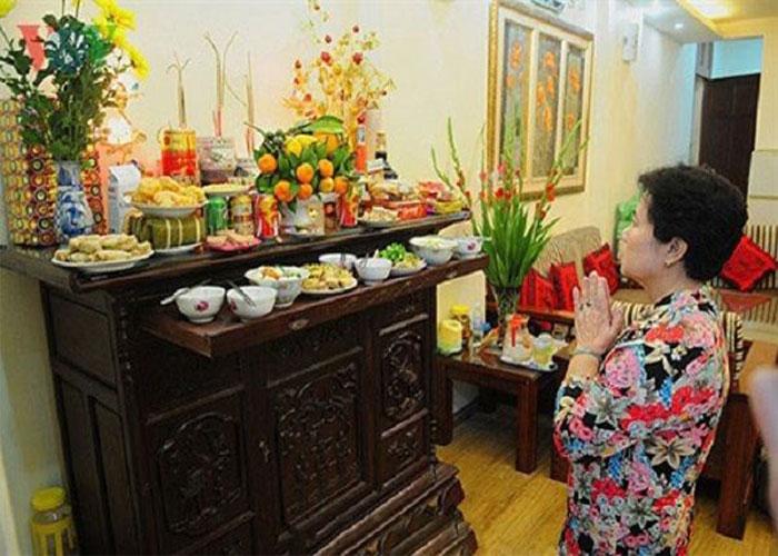 Trang trí bàn thờ tổ tiên đón Tết cổ truyền của người Việt