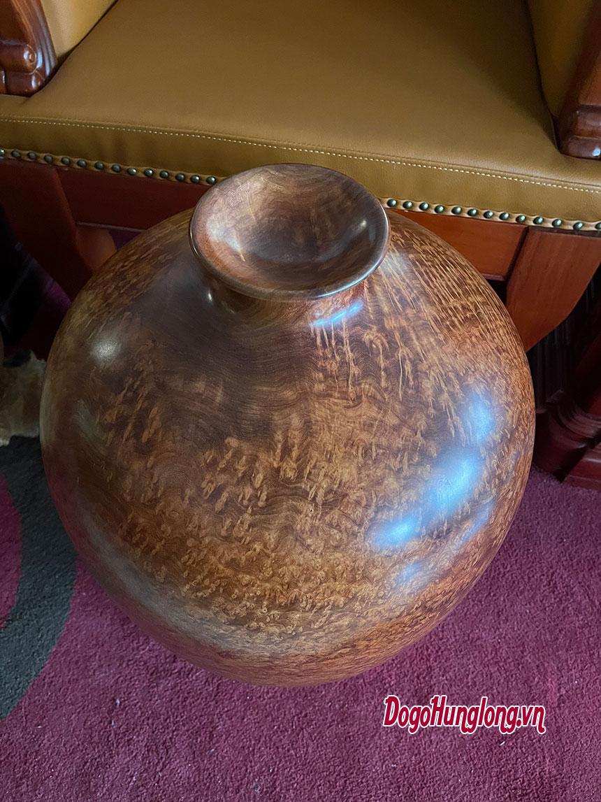 Chum phú quý, bình tài lộc gỗ nu hương. Kích thước cao 65cm, đường kính 40cm.