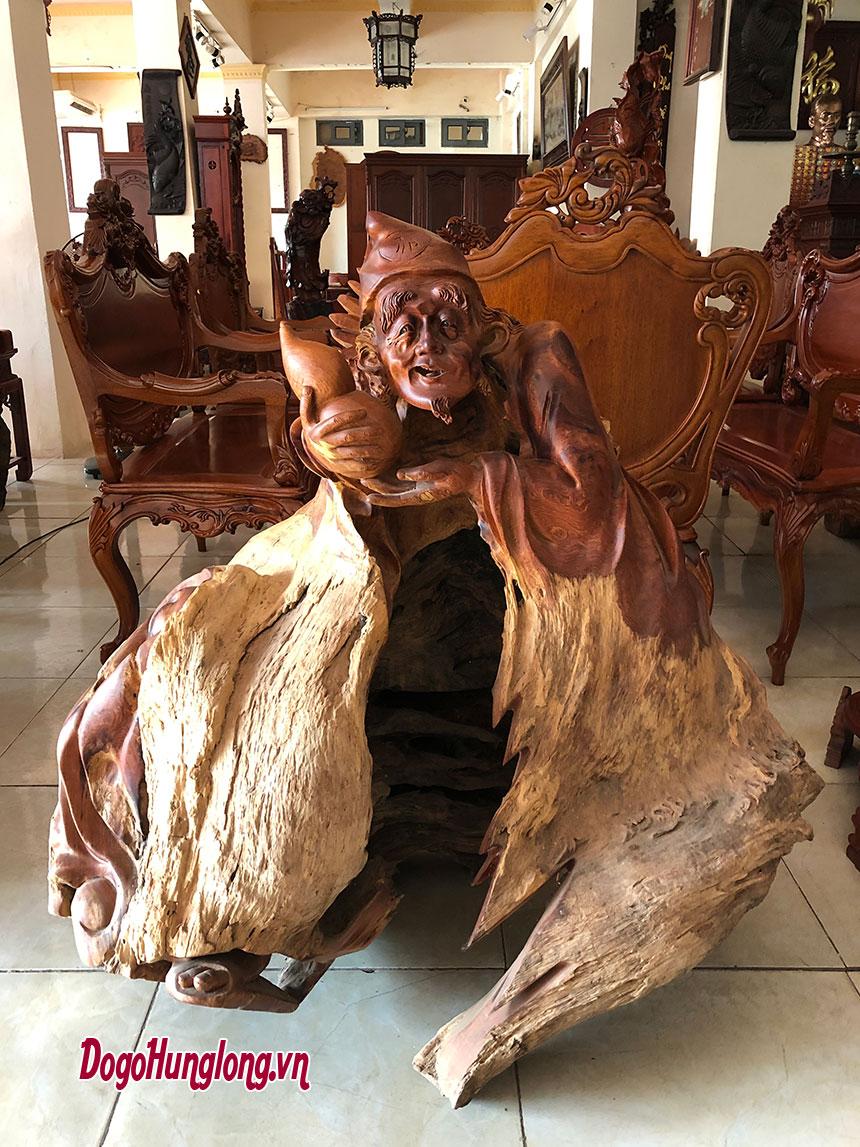 Tế công ôm bình rượu gỗ hương