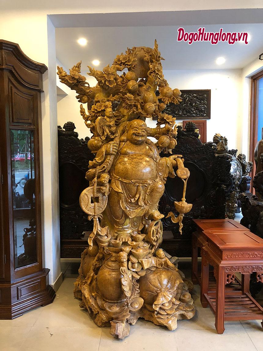 Phật di lặc dưới gốc đào