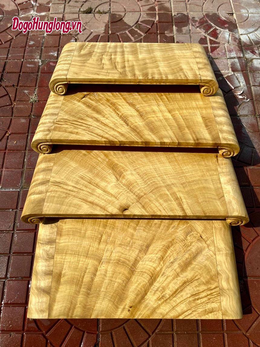 Kỷ cuốn thư gỗ cẩm. Kích thước 28x62cm và 32x67cm.