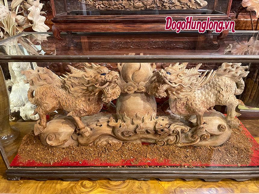 Tượng kỳ lân tranh châu gỗ ngọc am
