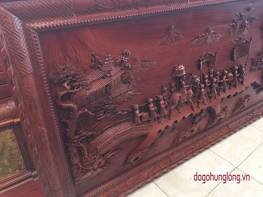 Tranh vinh quy bái tổ, gỗ hương, đục sâu chuyên tấm, kích thước dài trên 200cm, cao hơn 100cm