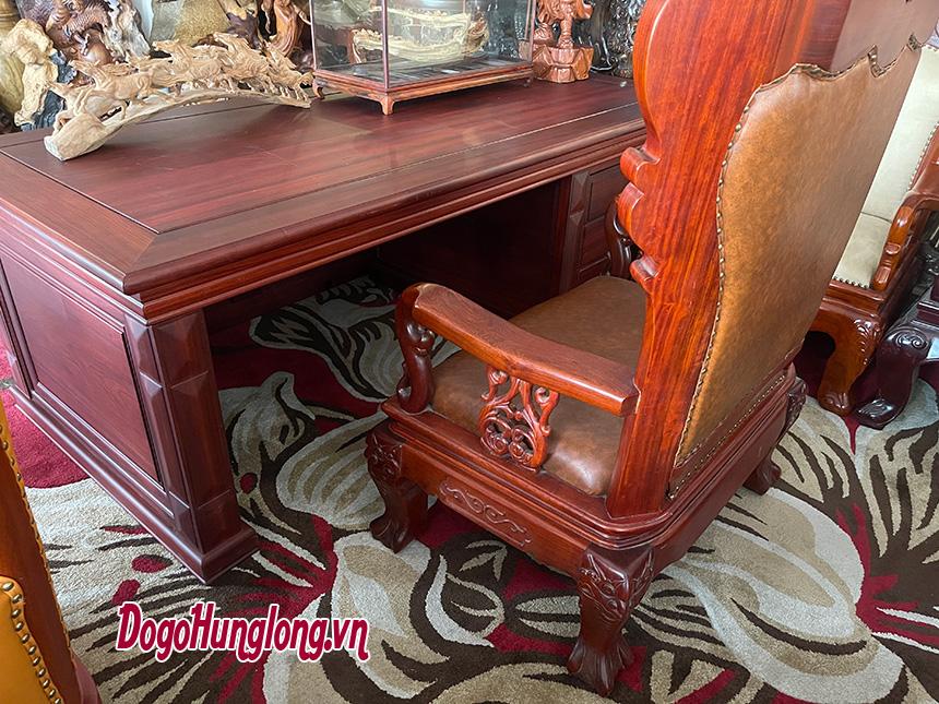 Bộ bàn ghế gỗ cao cấp dành cho các nhà quản lý cấp cao.